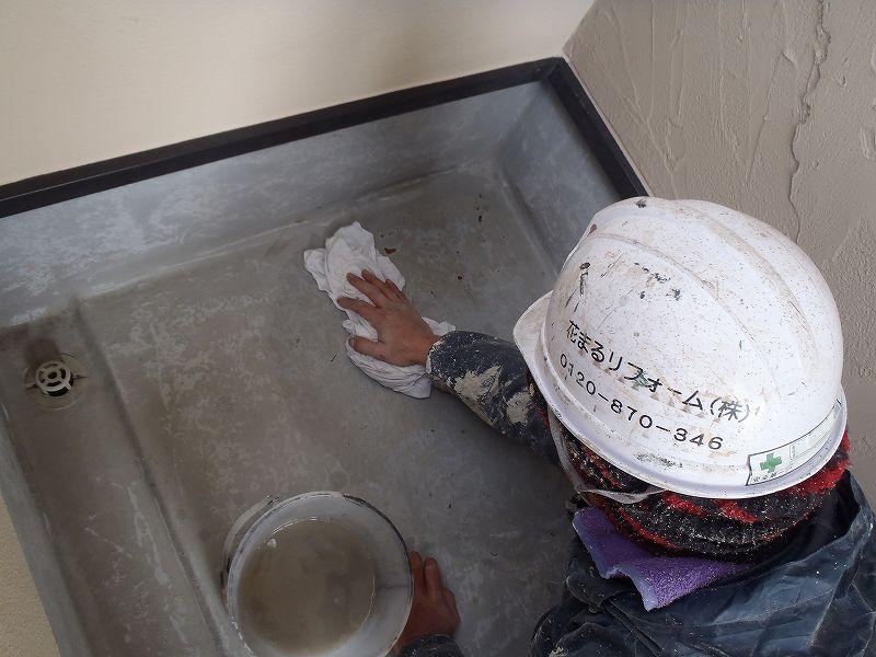 FRP防水トップコート塗り替えの手順③アセトン拭き