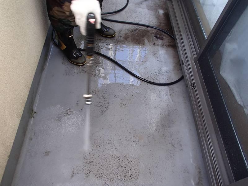 バルコニーFRP防水の高圧洗浄