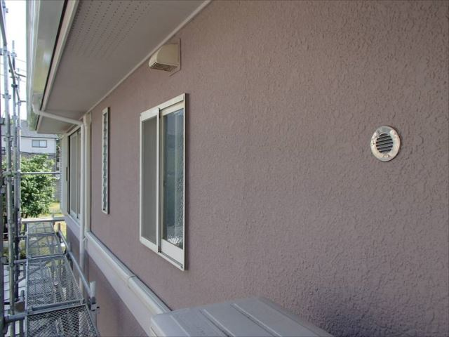 外壁は淡いすみれ色になりました。とても爽やかな印象です。