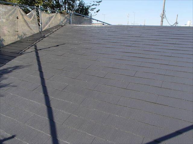 コケだらけだった屋根は遮熱塗料で綺麗に塗り替え。雨漏りで腐っていた部分もしっかり修復されました。