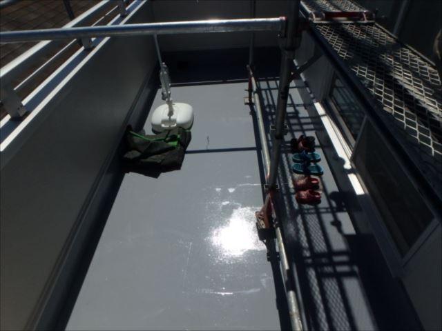 バルコニー床も防水塗装を行いました。ウレタン防水用の防水材を使用しています。