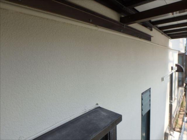 汚れていた外壁も綺麗に生まれ変わりました。リシン掻き落し外壁特有の深みが感じられます。
