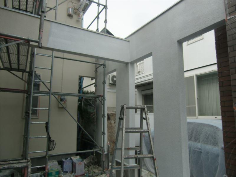 20170218外壁塗装T様邸駐車場外壁1下塗りCIMG5992_s