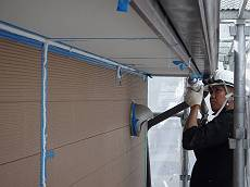 シール工事は外壁の1階と2階で塗装が異なる為、充填するシーリング剤が異なります。