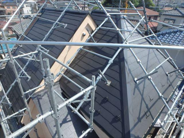 遮熱塗料で塗り替えられた屋根。外壁の色とのマッチングが良いですね