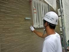 1階の外壁を、クリアー塗装の2回塗りで仕上げます。