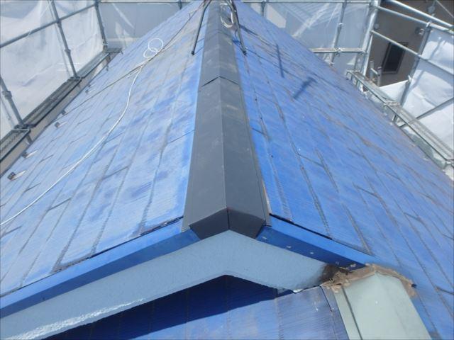 痛みが激しかった屋根の棟包みを交換しました。