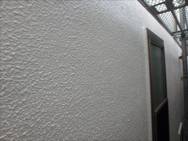 クラック補修痕だらけだった外壁も美しく仕上がりました。