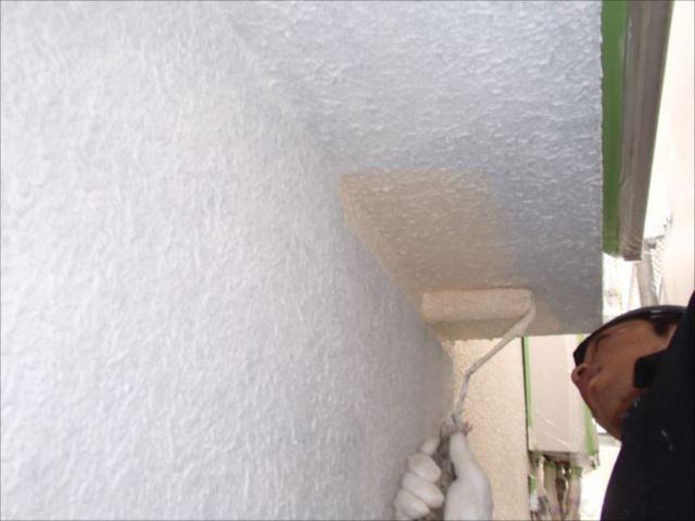 下塗りを行った後に中塗り・上塗りと全部で3回塗ります。