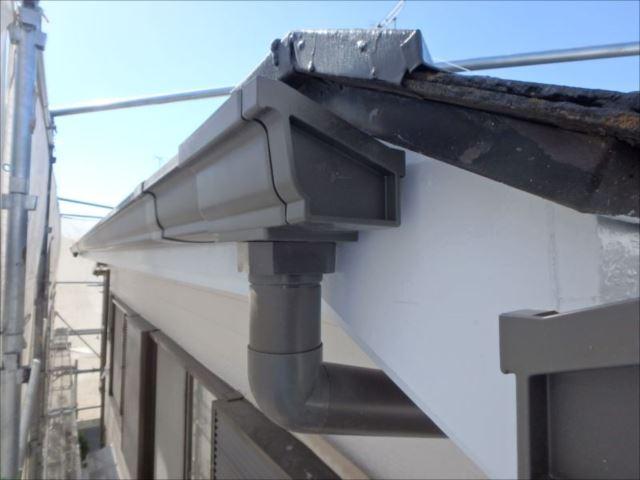 雨樋は芯材にスチールを採用している高強度タイプに交換しました。