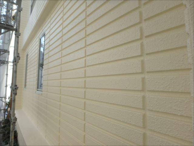 ALCパネルの外壁は美しい輝きを放っています。