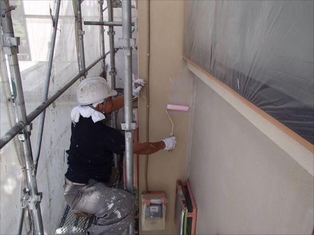 外壁の下塗りには「ミラクシーラーエコ」を使用しました。
