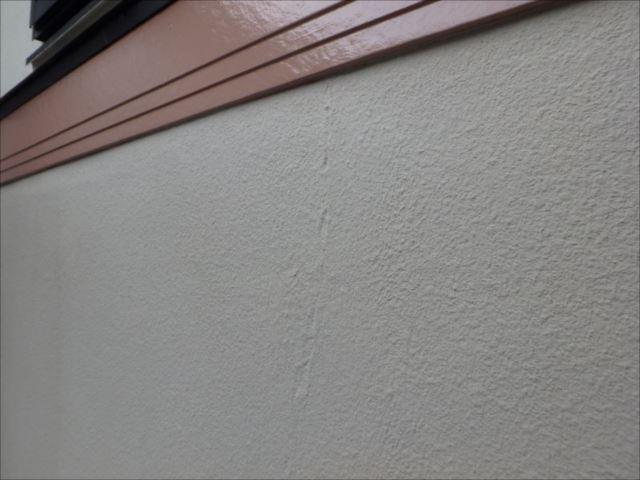 クラックが目立っていた外壁もしっかり補修を行って塗装しました。