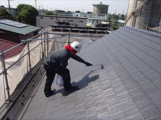 屋根の中塗り・上塗りには遮熱塗料の「クールタイトSi」を使用しました。