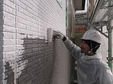 外壁下塗りの様子です。