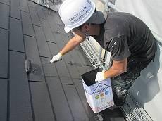 遮熱塗料のクールタイトで中塗り・上塗りを行います。