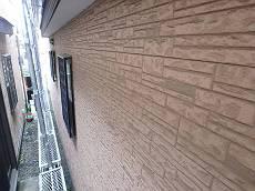 外壁はツヤが抜けカサカサです。