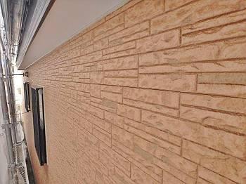 カサカサだった外壁はしっとりとした艶が復活しました。
