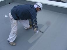 屋上は防水塗装を行いました。