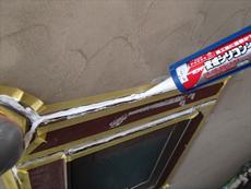 ときどき雨漏りが発生していた窓周りはシール処理を行いました。
