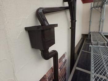 雨樋はピカピカに輝く艶有り仕上げです。新品よりも光っています。