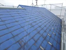 屋根も同様に傷みや色褪せが目立ちます。