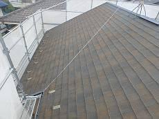 施工前の屋根です。北面にコケが集中していました。