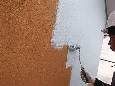 水性ミラクシーラーエコで下塗り後、アートフレッシュで仕上げます。