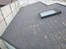 施工前の屋根です。塗膜の剥がれ等が見られます。
