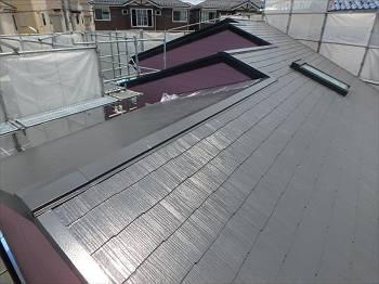 屋根は既存色に近いセピアブラウン(CLR-121)で塗装しました。