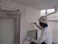 タイル調外壁の下塗り。