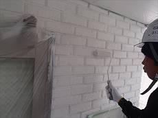 タイル調外壁の中塗り。