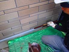 水切り(鉄部)も錆止め・上塗りの2回塗りで塗装。同様に雨樋や出窓屋根、帯板も塗装。