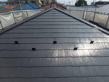 施工後の屋根です。四方全てに雪止めを取付けています。