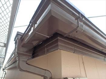 雨樋・破風板・帯板水切り等、細部はチョコレート色で統一しています。