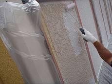 外壁下塗りにはマイルドSDサーフエポを使用。