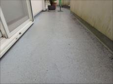 バルコニー床のFRP防水塗装も劣化が見られます