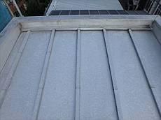 屋根はトタンで夏場暑くなってしまうとのことで、遮熱塗料で施工することに。