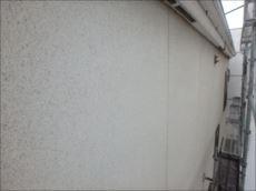 パネル外壁にはリシン吹き付け仕上げがなされています