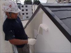 外壁塗装下塗り (ソフトサーフSG)