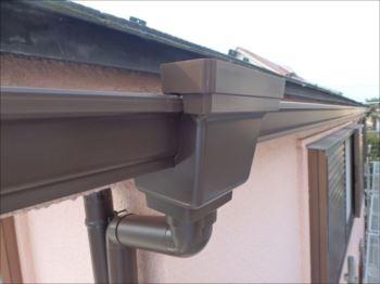 横樋は既存と同じ角型。【Panasonic シビルスケアPC50】という製品です。