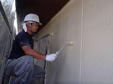外壁の中塗り・上塗り中です。