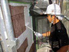 外壁の下塗りです。 窯業系サイディング外壁専用のサーフェーサーです。