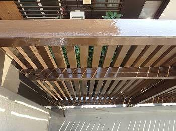 バルコニー内の格子鉄部です。 光沢が増したことで明るく、気持ちの良い内部空間を演出しています。