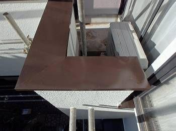 笠木やトタンヒサシ等の鉄部もチョコレート色(255)で塗装しました。