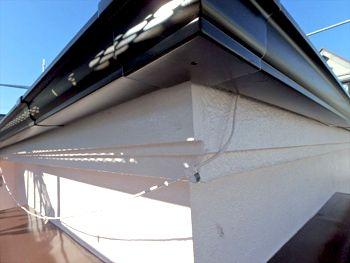 破風も補修し新しい雨樋を取付けました。