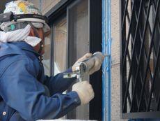 サイディング外壁なのでまずはシール工事から開始です。