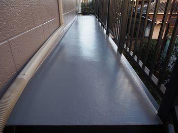 階段・廊下床は防水塗装を行いました。