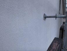 モルタル外壁には汚れなどが見られます。