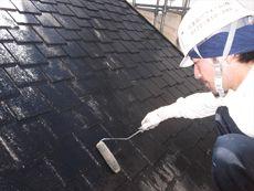 下地作業が終わりましたら、屋根の下塗り作業です。